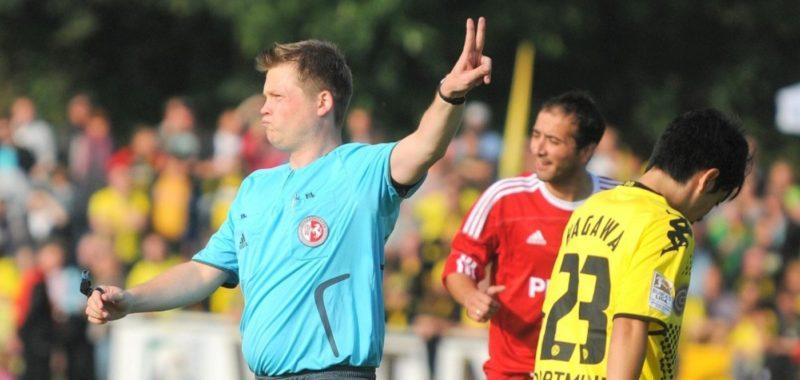 Denis Magné pfeift FC Schalke 04 in Hüsten