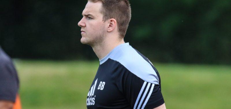 Benedikt Brune verlängert als Cheftrainer beim TuS 02